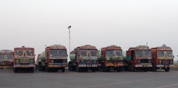 2_Painted_Trucks